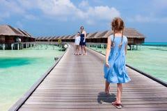 Семья на летних каникулах на курорте Стоковые Изображения RF