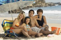 Семья на каникуле пляжа Стоковые Изображения