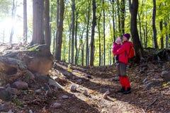Семья на отключении леса Стоковое фото RF