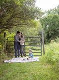 Семья на одеяле в стране Стоковое фото RF