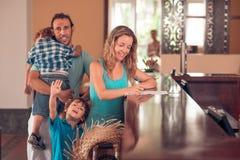 Семья на приеме стоковая фотография rf