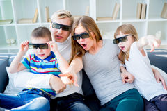 Семья на софе Стоковое Изображение RF