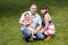 Семья на траве Стоковое Изображение RF