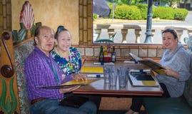Семья обедая вне Стоковое Фото