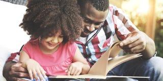 Семья ослабляет концепцию праздника счастья жизнерадостную Стоковая Фотография RF