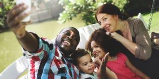 Семья ослабляет концепцию фото Selfie счастья стоковые изображения