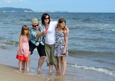 семья пляжа привлекательностей Стоковая Фотография