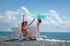семья пляжа счастливая стоковые фотографии rf