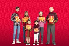 Семья 3 поколений празднуя китайский Новый Год стоковое изображение rf