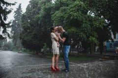 Семья под дождем Стоковое Фото