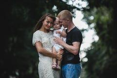 Семья под дождем Стоковые Изображения