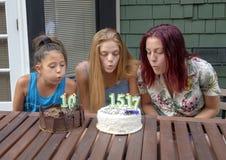 Семья празднуя дни рождения на каникулах в Сиэтл, Вашингтоне стоковые фотографии rf