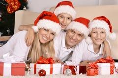 Семья празднуя Новый Год Стоковое Изображение