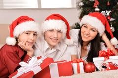 Семья празднуя Новый Год Стоковые Фотографии RF