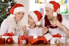 Семья празднуя Новый Год Стоковые Изображения