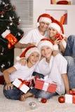 Семья празднуя Новый Год Стоковые Изображения RF