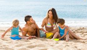 семья 4 пляжа Стоковое Изображение