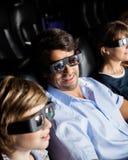 Семья смотря кино 3D в театре Стоковые Фото