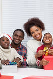 Семья совместно собирая подарок Стоковая Фотография RF