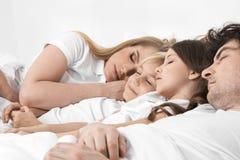 Семья спать совместно Стоковые Изображения RF