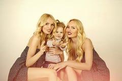 семья счастливая День матерей, семейные ценности, доверие, детство Стоковое Изображение