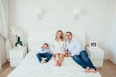 семья счастливая Беременная женщина Пара Стоковая Фотография