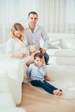 семья счастливая Беременная женщина Пара Стоковые Фото