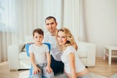 семья счастливая Беременная женщина Стоковое Изображение