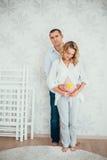 семья счастливая Беременная женщина Стоковое Фото
