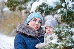 семья счастливая Мать и дочь сновидение стоковая фотография