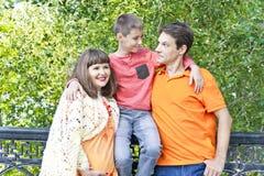 Семья с беременным отцом и сыном матери Стоковое Изображение