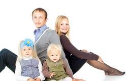 Семья с маленькими ребеятами стоковые изображения