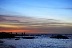 Семья с предпосылкой захода солнца Стоковые Изображения