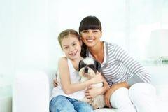 Семья с собакой Стоковые Изображения RF