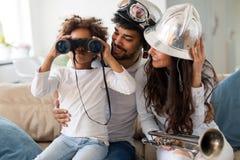 Семья тратя время совместно дома Стоковое Фото