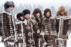 Семья Evenk в национальных костюмах Стоковая Фотография RF