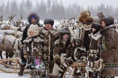 Семья Evenk в национальных костюмах Стоковые Изображения RF