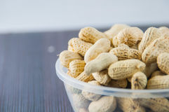 Семя арахисов Много арахисов в раковинах поднимающее вверх арахисов mkii eos dof конца предпосылки 1ds отмелое Стоковое Изображение RF