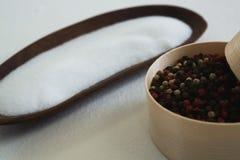 Семя и соль черного перца на белой предпосылке Стоковое Изображение RF