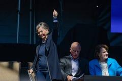 Сенатор Боксер дает большие пальцы руки вверх на двадцатом ежегодном саммите 12 Лаке Таюое Стоковое Изображение RF
