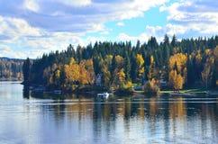 Сентябрь на озере стоковая фотография rf