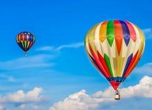 Сент-Луис, MO США - горячая гонка воздушного шара в небе лета Стоковое Фото