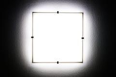Серая лампа стены в темноте Стоковое Фото
