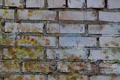 Серая коричневая покрашенная каменная текстура грязных кирпичей в строя стене стоковое изображение rf