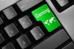 Серая клавиатура с зеленым цветом вписывает игру кнопки глобальную Стоковое фото RF