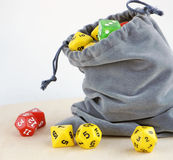 Серая сумка с dices для настольных игр Стоковые Фотографии RF
