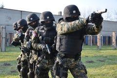 Сербские операторы жандармерии стоковые изображения rf