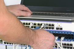 Сервер и провода во время проверки стоковые изображения rf