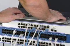 Сервер и провода во время проверки стоковое изображение rf