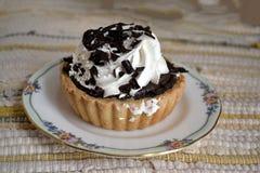 Сервировка кремового пирога шоколада Стоковые Фото